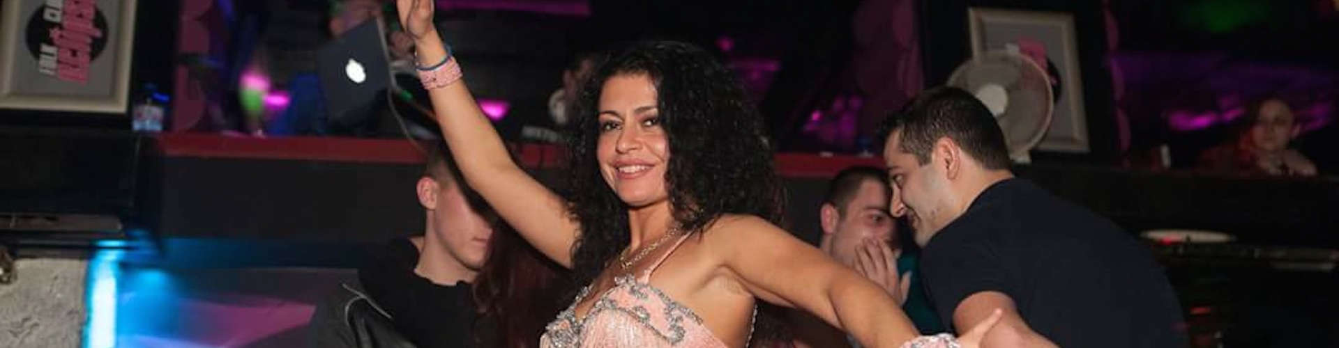 Снимка на танцьорка за парти