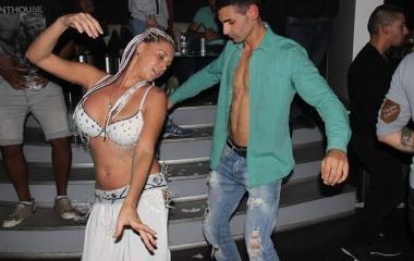 Танцьорка на ориенталски танци (снимка)